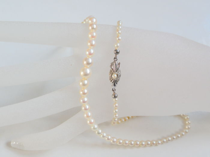 Akoya pearl necklace in progression from 3 to 7 mm
