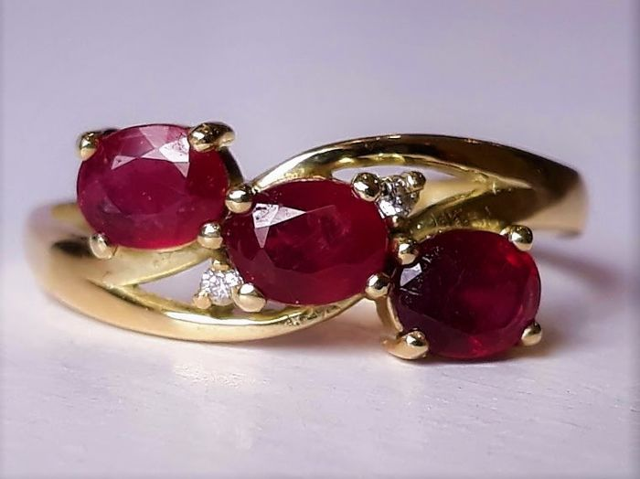 Ring - Gold - Ruby and Diamond