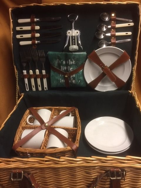 Wicker picnic basket 4 persons - Picknick - 2010 (1 items)