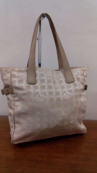 1cf01338b004 Chanel - New travel line Tote bag - Catawiki