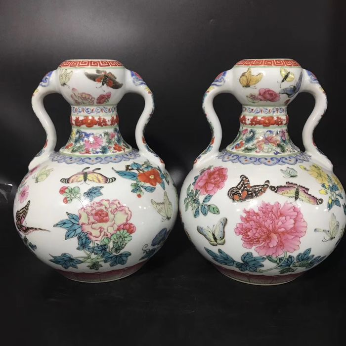 Pair of gourd vases - China - late 20th/21st century