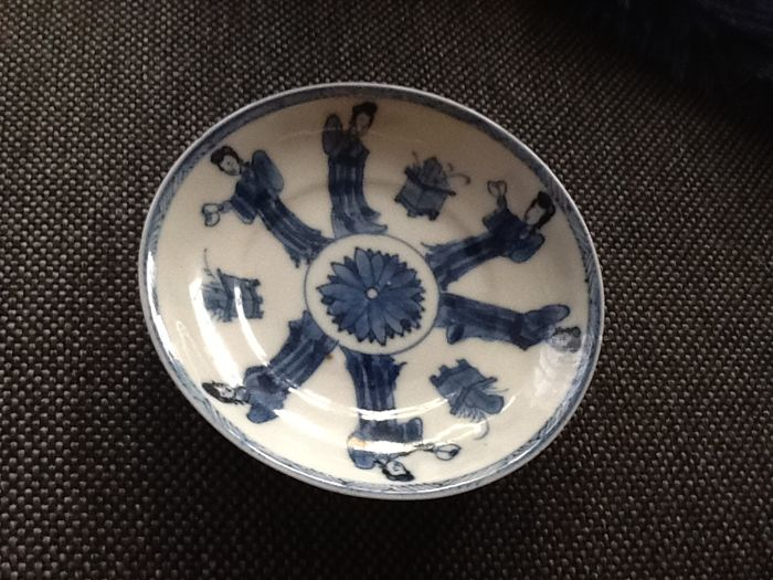 Plate with 6 long elizas and jardinières - China - 18th century