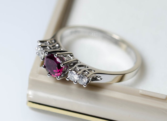 Ring - Gold - 0.55 ct - Ruby and Diamond