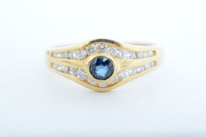 Ring - Gold - 0.15 ct - Sapphire and Diamond