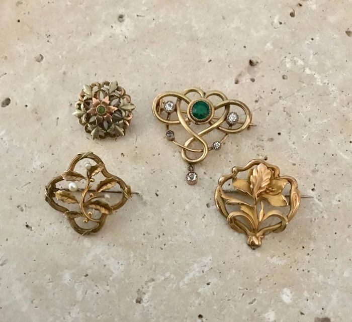 4 Art Nouveau gold-plated brooches