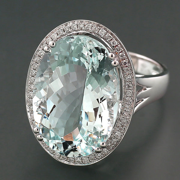 Ring - White gold - 14.3 ct - Ovalfac. Aquamarine and diamonds total 14.30 carats