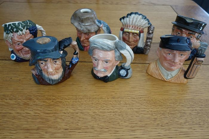 ROYAL DOULTON - figure (s) - Collection of 7 - earthenware