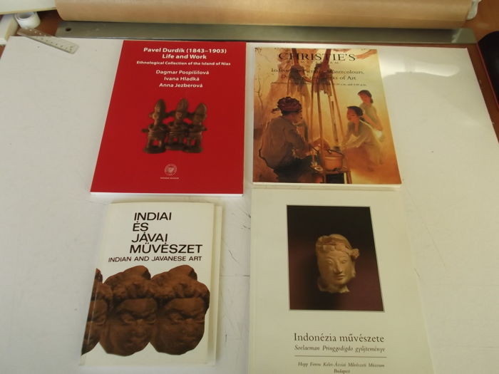 Four catalogues(1 auction catalogue and 3 collection catalogues) on Indonesian Ethnographic art - 1982/2010