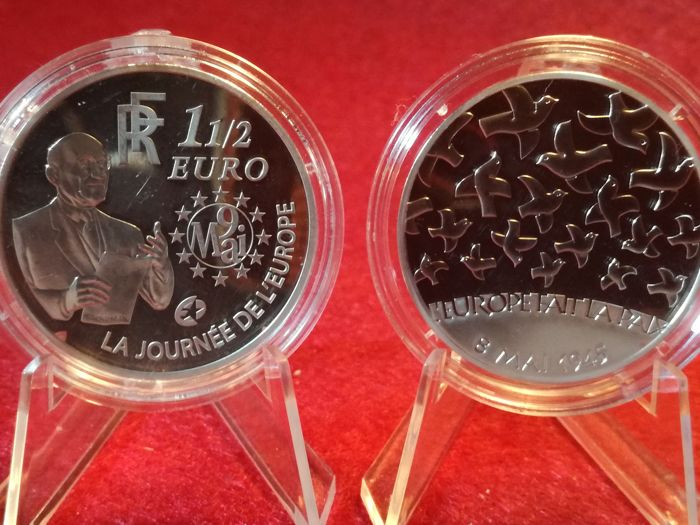 France - 2x 1,50 € Euro   2005 'Paz no Europa' / 2006 'May 9 Europe Day' - Argent