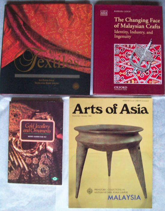Boek (4) - Hardcover / Softcover -  Malaysian Arts & Crafts - divers - 20ste eeuw