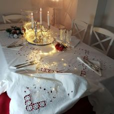Bianco Natale - Hand embroidery tablecloth with 12 crochet inserts - Cotton