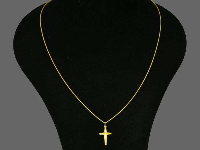 Necklace with Pendant - Gold