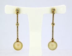 Boodles & Dunthorne - 18 kt. with freshwater pearls and diamonds - 18k gold ladies stud earrings