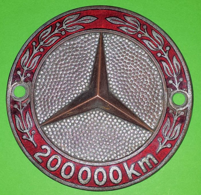 Decoratief object - Mercedes 200.000 km Grille Badge - 1965 (1 items)