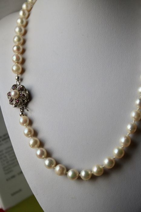 Japanese sea/salty pearls ø8.-8.4mm., Necklace - White gold - Natural (untreated) - 0.6 ct - Ruby