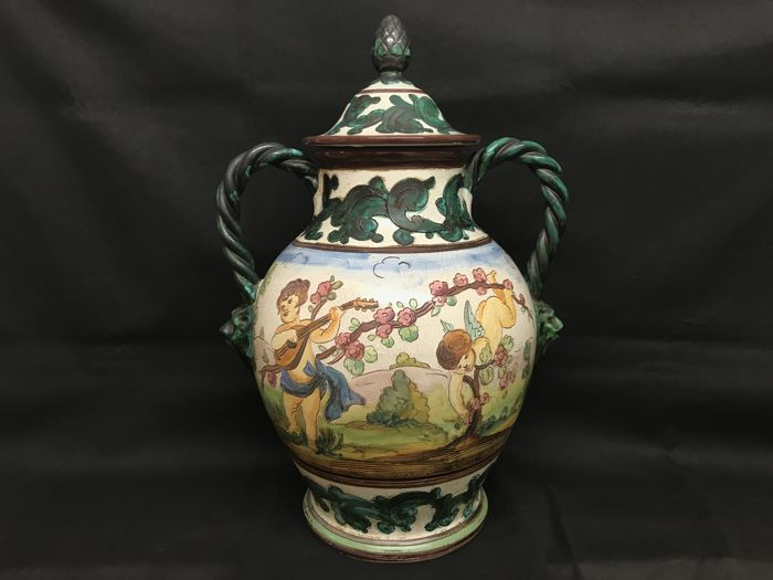 Deruta - White vase with graffito decoration in Putti - Earthenware