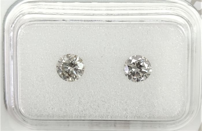 0.65 tcw - Pair Of  Natural  White Diamonds - I/J Colors - SI1 - NO RESERVE!