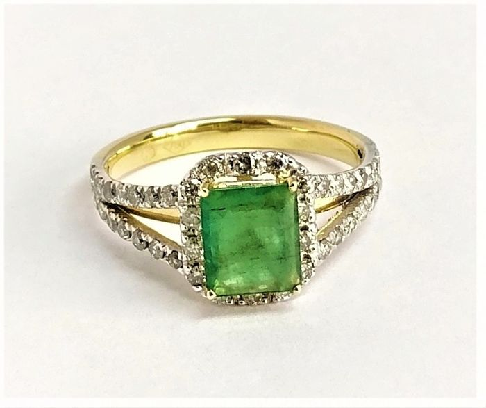 Ring - Gold, White gold - 0.87 ct - Emerald and Diamond