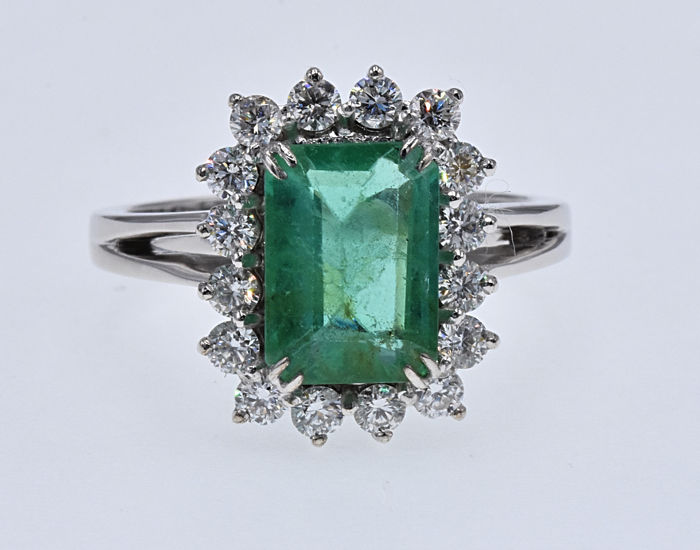 Ring - White gold - 3.14 ct - Emerald and Diamond