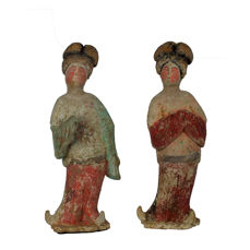 Mingqi - Terracotta - A Brilliant Large Painted Red Pottery Pair of Fat Ladies, TL-Tests, H 40-41 cm. - China - Tang Dynasty (618-907)