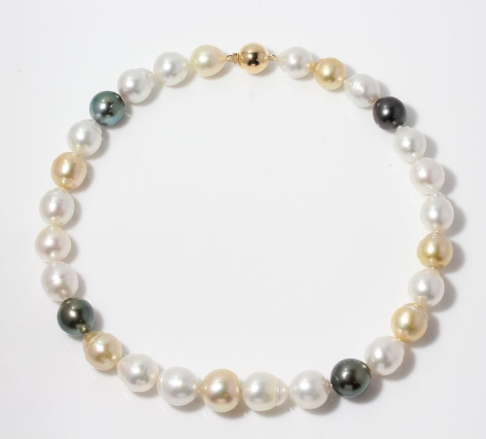 Necklace - Yellow Gold - 12x15mm Saltwater Pearls