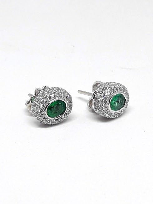 18 kt. White gold - Earrings - 0.62 ct Emerald - Diamond
