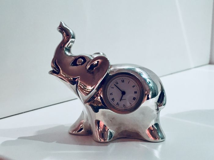 "Elephant Paperweight with Clock - Laminated Silver (8g of Silver) - ""Idee rivestite d'Argento firmate Bruni"" - Italy - 1980-2000"