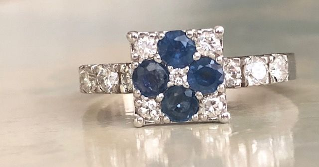 Ring - Gold - No indication of treatments - 0.63 ct - Diamond and Sapphire