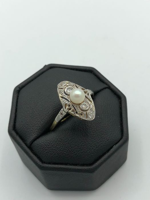 Ring - gold - natural (untreated) - 0.16 ct - diamond