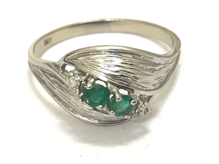Ring - White gold - Natural (untreated) - 0.02 ct - Diamond and Emerald