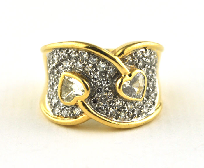 Ring - Gold - Diamond and Heart Diamonds