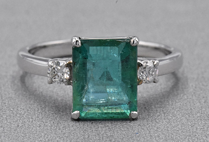 Ring - White gold - 3.16 ct - Emerald and Diamond