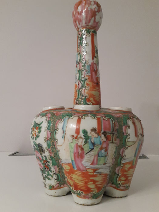 Porcelain flower vase from Canton decorated with polychrome enamel - China - circa 1880-1900