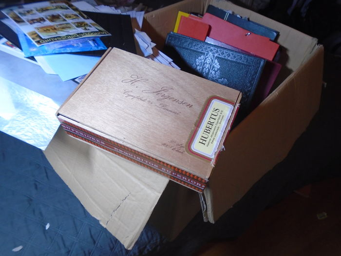 World - Box with album cards etc. many 1000s of stamps