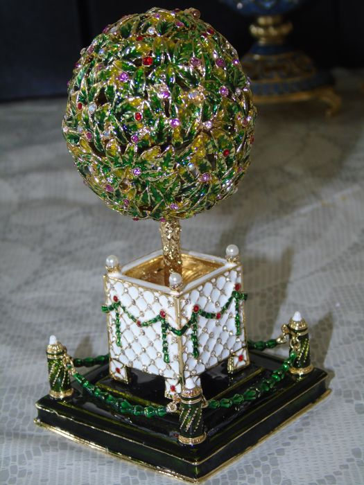 faberge  - Keren Kopal - Christmas music box egg - Crystal, Enamel, Gilt, Porcelain