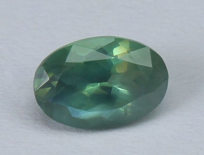 0.53 ct alexandrite - play of colour