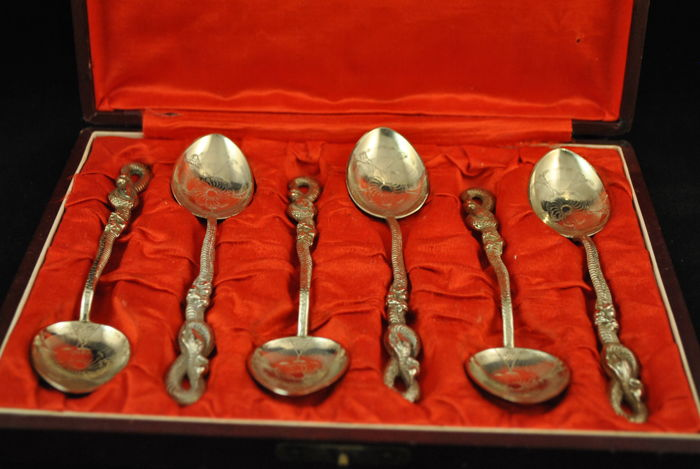 A set of  silver spoons with original box - China - circa 1920