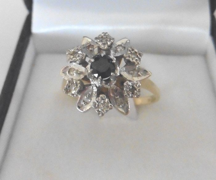 Ring - Gold - No indication of treatments - 0.15 ct - Sapphire and Diamond