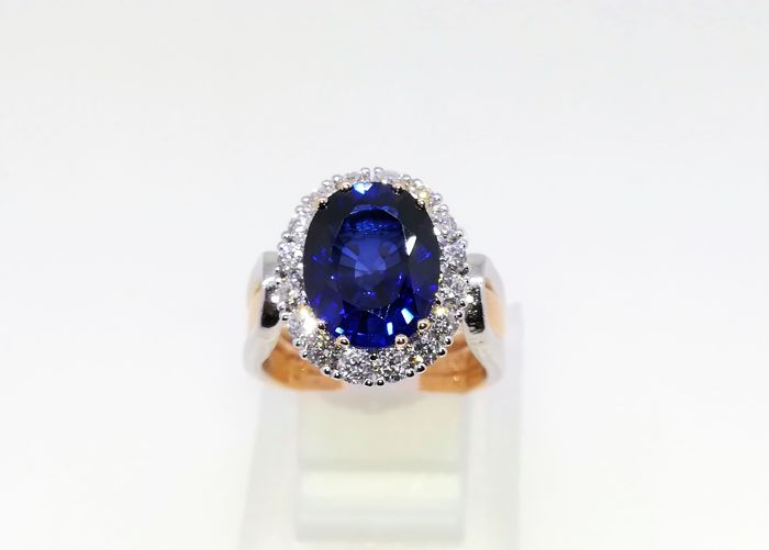 Ring - Bicolour - Commonly treated - 6 ct - Sapphire and Diamond