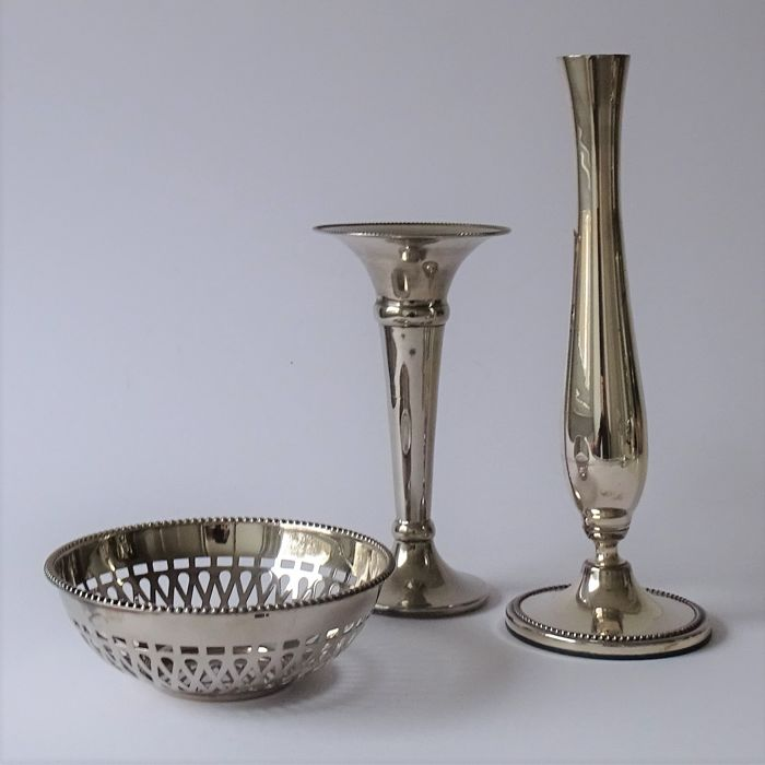 Two vases and ajour dish with pearl rim - Silverplate - Netherlands - 1950-1999