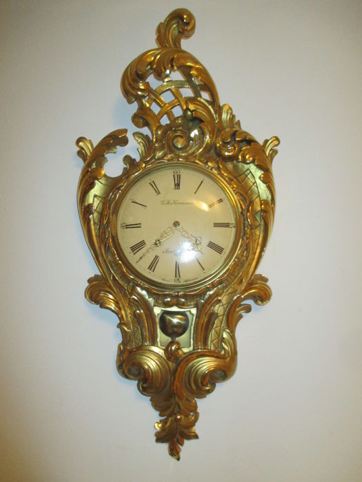 Cartel clock - G.A. Norman - Wood with gold plated layer - mid 20th century