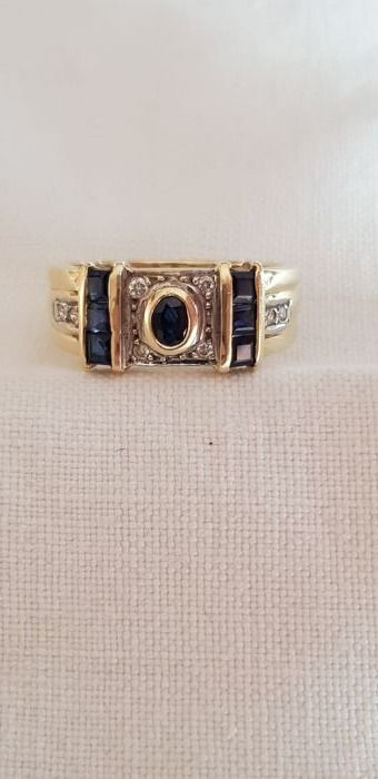 Ring - Gold - No indication of treatments - Sapphire and Diamond