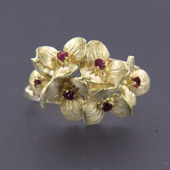 Ring - Gold - Commonly treated - 0.1 ct - Ruby