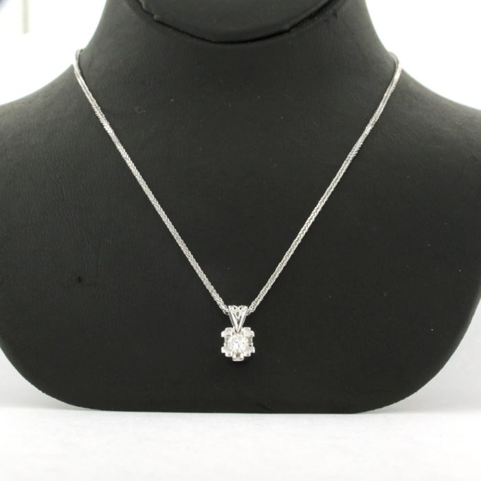 Necklace with Pendant - White gold - No indication of treatments - 0.15 ct - Diamond