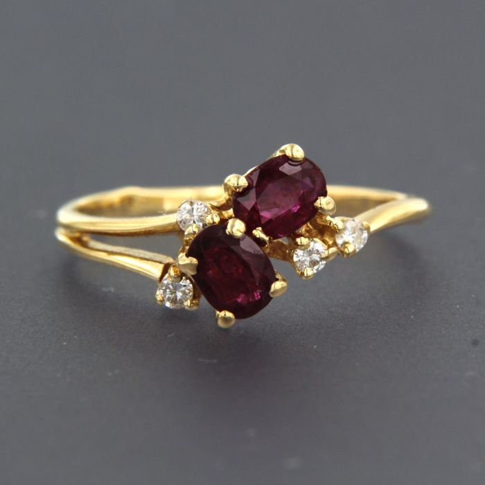 Ring - Gold - Commonly treated - 0.8 ct - Ruby and Diamond