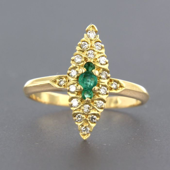 Ring - Gold - Commonly treated - 0.1 ct - Emerald and Diamond