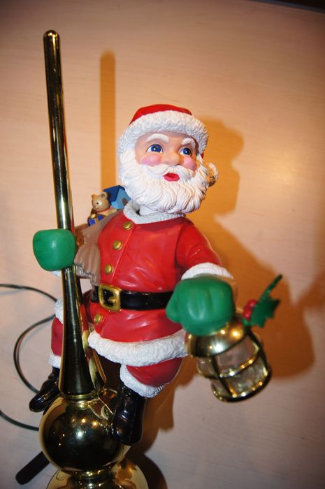 Mr. Christmas - Mechan. Collectibles - Mr. Christmas SANTA peak, with lamp and animation - 1 - Plastic, electr. cord and the like.