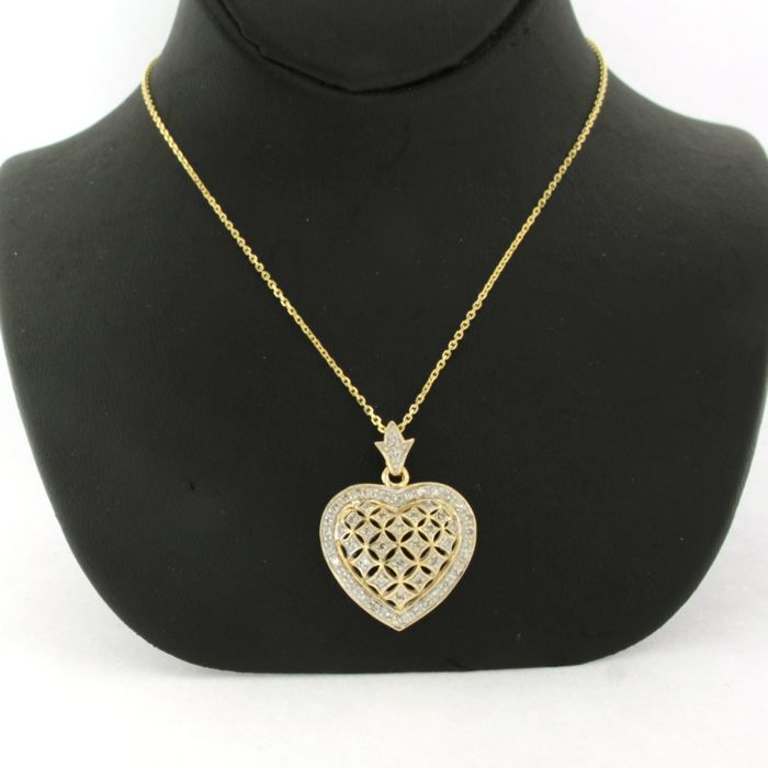 Necklace with Pendant - Gold, White gold - No indication of treatments - 0.26 ct - Diamond