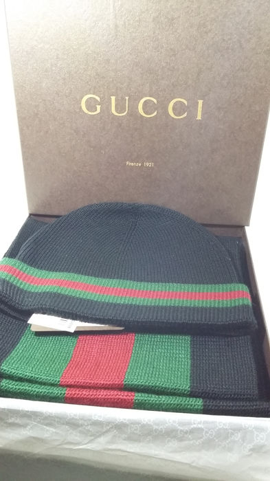 Gucci Hat and Scarf Set - Catawiki bd6d97ff703