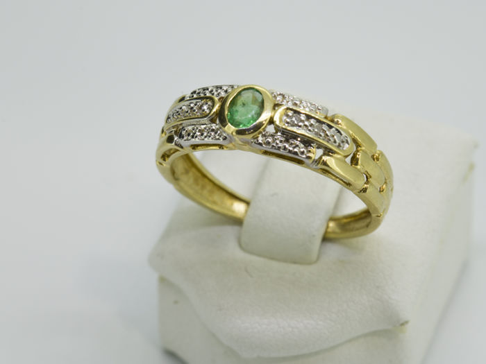 Ring - Gold - 0.08 ct - Emerald